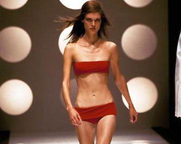 Войну против женского истощения предприняли представители мира моды.