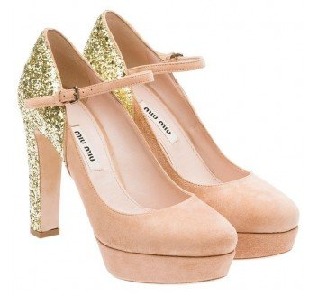Бежевые туфли на каблуке от Miu Miu
